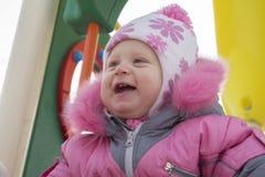 Bébé riant sur le terrain de jeu Image libre de droits