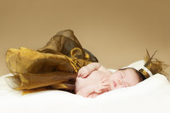 Bébé, sommeil nouveau-né - portrait de beaux-arts, Photo stock