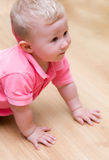 Bébé sur l'étage photographie stock libre de droits