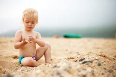 Bébé sur la plage Image libre de droits