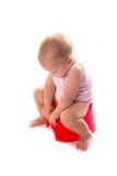 Bébé sur le pot, fond blanc Image libre de droits