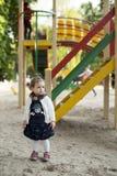 Bébé sur un terrain de jeu photo stock