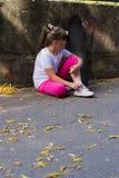 Bébé sur une planche à roulettes Image libre de droits