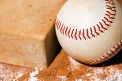 Béisbol con el bolso fotografía de archivo libre de regalías