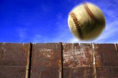 Béisbol en aire imagenes de archivo