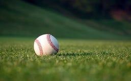 Béisbol en el campo Imagen de archivo libre de regalías