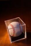 Béisbol en el fondo de madera Fotos de archivo libres de regalías