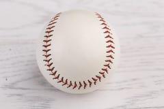 Béisbol en fondo de madera Imagenes de archivo