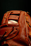 Béisbol en guante Imagenes de archivo