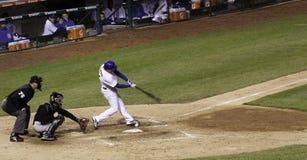 Béisbol - Wrigley coloca oscilaciones del talud Fotos de archivo