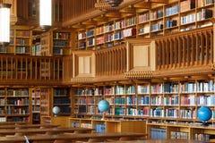 Bélgica, Lovaina - 5 de setembro de 2014: Biblioteca histórica em Lovaina fotografia de stock