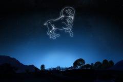 Bélier de zodiaque avec une étoile et un contour de symbole photographie stock libre de droits
