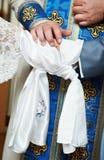 Bénédiction à la cérémonie de mariage d'église Photos stock