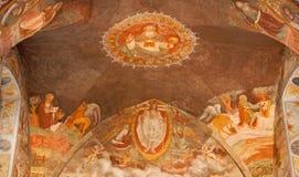 Bérgamo - ábside principal del bianco del pozzo del al de Micaela de la iglesia Fresco por el d'Averara de Giovani Battista Guari Fotos de archivo libres de regalías
