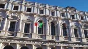 Bérgamo, la ciudad vieja Uno de la ciudad hermosa en Italia Paisaje en la biblioteca pública Angelo Mai almacen de metraje de vídeo