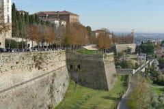 Bérgamo - paredes de la ciudad imagen de archivo