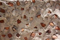 Béton avec des tessons d'argile Photo libre de droits