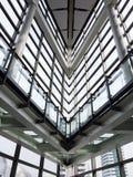 Béton blanc bleu de ciment de ciel d'architecture d'architecte de voûte de construction de bâtiment de bureau de fenêtre en métal image stock