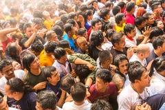 Bênção com água santamente dos participantes Wai Kroo Imagem de Stock