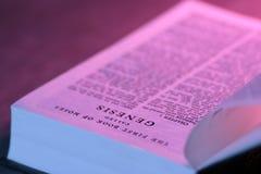 A Bíblia aberta foto de stock royalty free