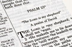 A Bíblia - capítulo de Pslam imagem de stock