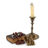 A Bíblia com grânulos, um anjo e velas 3 Imagem de Stock Royalty Free