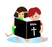 A Bíblia da leitura da criança Foto de Stock Royalty Free