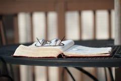 A Bíblia do pátio foto de stock royalty free
