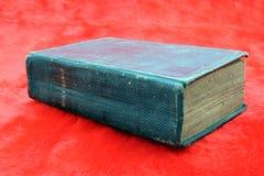 A Bíblia preta velha Fotografia de Stock Royalty Free