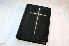 A Bíblia santamente na seda fotografia de stock royalty free