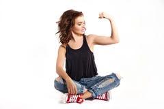 Bíceps fuerte de la mujer Fotos de archivo libres de regalías