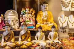 Bóg Buddha i boga ganesh statua obrazy royalty free