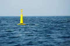 Bóia amarela no mar Fotografia de Stock Royalty Free