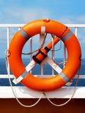Bóia de vida na plataforma de um navio imagens de stock