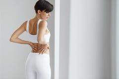ból Piękna kobieta Ma Bolesnego uczucie W plecy, Backache obrazy stock