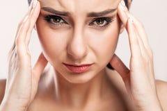 ból Zmęczony Skołowany Zaakcentowany kobiety cierpienie Od Silnego oka P Zdjęcie Royalty Free