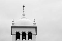 Bóveda blanca con la cruz en puerto de la cruz, Tenerife, islas Canarias Fotos de archivo libres de regalías