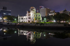 Bóveda de la bomba atómica de la opinión de la noche Foto de archivo libre de regalías