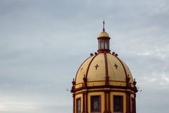 Bóveda de la iglesia en un día nublado fotografía de archivo libre de regalías