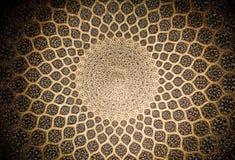 Bóveda de la mezquita, ornamentos orientales de Isfahán Fotos de archivo libres de regalías
