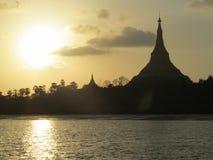 Bóveda de la pagoda en la puesta del sol Fotografía de archivo libre de regalías