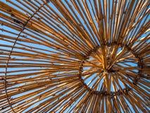 Bóveda de madera en el cielo azul Imagen de archivo