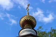 Bóveda de oro de la iglesia ortodoxa Foto de archivo