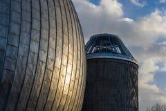 Bóveda de un observatorio durante puesta del sol Fotos de archivo libres de regalías
