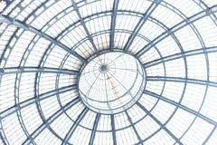 Bóveda del centro comercial de Milán celeing Fotos de archivo libres de regalías