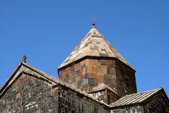 Bóveda del monasterio o del Sevanavank (iglesia) de la isla en la isla de Sevan Foto de archivo