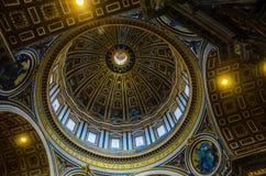 Bóveda dentro de San Pedro Imagen de archivo libre de regalías
