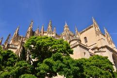 Bóveda hermosa de la catedral de Segovia en su plaza principal Viaje de la historia de la arquitectura imagenes de archivo