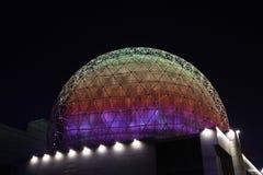 Bóveda multicolora de Shenyangs, edificios, arquitectura, noche de acero de cristal fotos de archivo