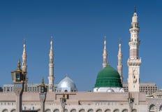 Bóveda y alminares de la mezquita del nabavi Imagenes de archivo